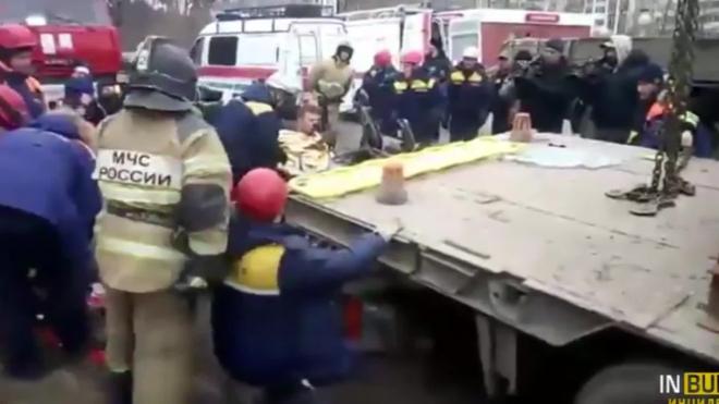 На объездной Екатеринбурга легковушка с малышом в салоне влетела под прицеп грузовика