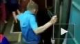 Видео из Москвы: Неадекват спрыгнул на рельсы в метро, ...