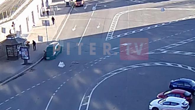 Девушка сбила велосипедиста на площади Шевченко