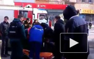 Видео: автомобиль врезался в толпу людей в центре Мурманска
