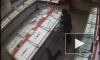 Украсть за 40 секунд: налетчики ограбили ювелирный магазин в Новосибирске и попали на видео