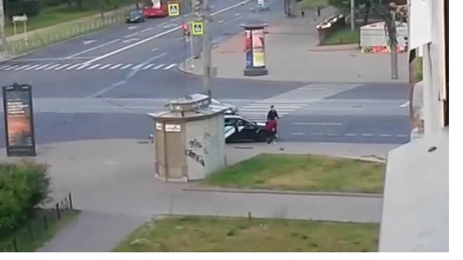 В Василеостровском районе каршеринг неудачно вписался в поворот