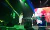 Видео: Анна Седокова ловила расстегнутое платье во время концерта