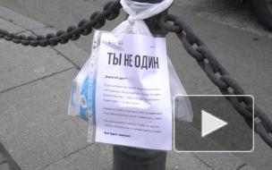 """""""Ночлежка"""" оставляет на улицах пакеты с едой для бездомных: репортаж Piter.TV"""