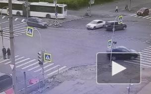 ДТП на перекрестке Шаврова и Комендантского