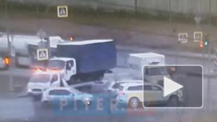 """На Софийской улицеводитель """"Газели"""" врезался в фургон, который перевозил эвакуатор"""