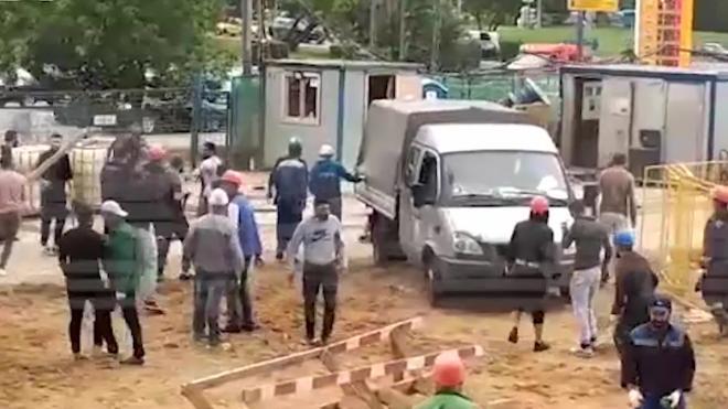На стройплощадке в Москве полтора десятка рабочих устроили драку