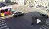 Разбитые автомобили перегородили трамвайные пути на Среднем проспекте Васильевского острова