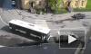 """На """"Волковской"""" машина инкассаторов заблокировала автобус и устроила мини-пробку"""
