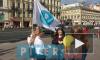 Видео: волонтёры детского хосписа раздают горожанам белые цветы