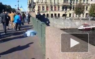 На Аничковом мосту лежит труп
