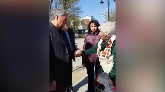 В Саратове 90-летняя ветеран пообещала ударить Володина палкой