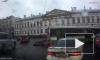 Видео: в Петербурге у автобуса вывалился двигатель на дороге