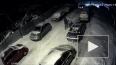 Появилось видео, как люди прокалывают шины автомобилей ...