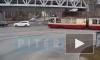 Трамвай подбил иномарку на пересечении Лесного и 1-го Муринского проспектов
