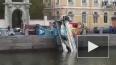 Автокран взбодрился в водах Фонтанки ранним утром