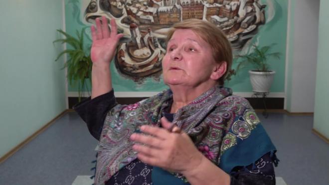 """Пенсионерка с """"заклеенным ртом"""" из Выборга рассказала, зачем вышла на Петровскую площадь"""