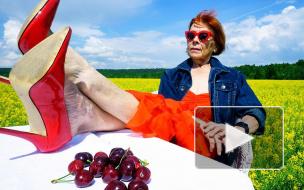 """""""У меня стиль не бабкинский"""": 67-летняя петербурженка снимает вайны и садится на шпагат"""