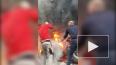 Видео: на Выборгском шоссе у КамАЗа загорелось колесо