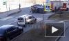 Видео: спасатели перевернули автомобиль после ДТП на набережной Черной речки