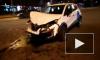 Видео: разбитое каршеринговое авто осталось посреди дороги после ДТП в Невском районе
