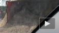 На Мурманском шоссе перевернулся самосвал с песком