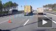 Видео: фура протаранила иномарку на КАД