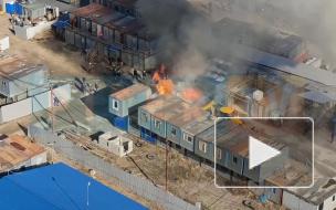 Видео: на пересечении Героев и Ленинского водитель экскаватора предотвратил распространение пожара
