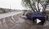 Жуткое видео из Украины: легковушка протаранила бордюр и лишилась капота