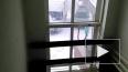В Томске с криками за ВДВ голый мужчина вломился через о...