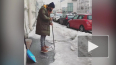 Видео: Иван Ургант расколол лед у Мариинского театра