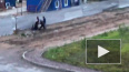 Очевидцы засняли, как трое неизвестных избивают палкой ...