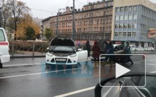Volkswagen Polo загорелся после ДТП на Обводном канале
