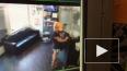 Видео: в Воронеже женщина украла картины из салона ...