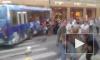 Автобус врезался в маршрутку и отлетел в витрину на Большом проспекте П.С. Пострадали 8 человек