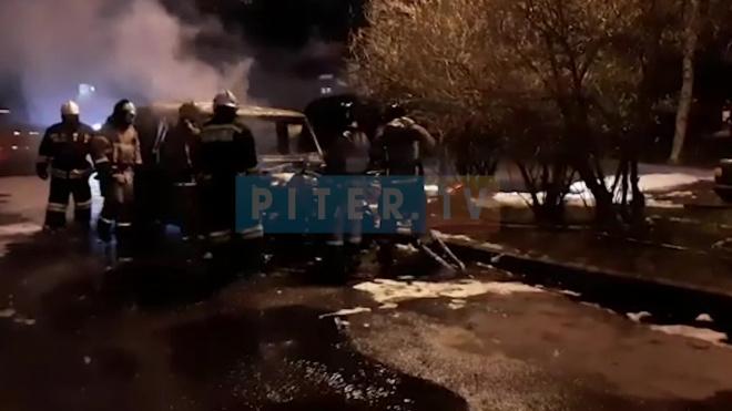 На улице Кораблестроителей сгорели два автомобиля