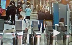 """В метрополитене представили свою версию конфликта между полицией и пассажиром без маски на """"Беговой"""""""