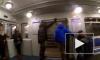 В метро засняли на видео хулиганов, державших дверь поезда