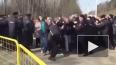 Митинг в Волоколамске: полицейские борются с живой ...