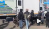 Жители Мурино стоят в очереди за тестом на коронавирус