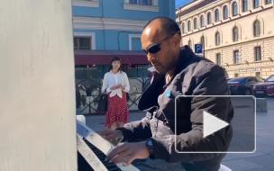 На Малой Садовой установили уличное пианино для всех желающих