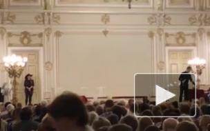 """""""Все переплетено"""": в Петербурге оперу Пуччини украсили строчками из песен Oxxxymirona"""