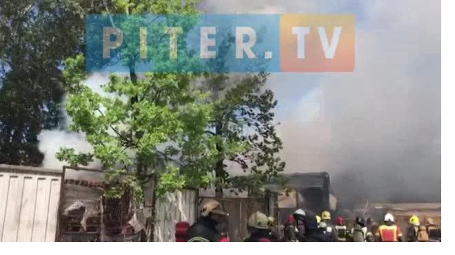 Во дворах на Лиговском проспекте произошел пожар