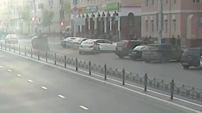 Жесткое видео из Калуги: трассу не поделили три авто