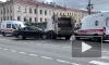 На Невском проспекте столкнулись легковушка и мусоровоз