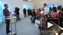Медведев на встрече с блогерами оказался зеленым, а Путин - синим