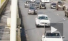 Видео: сломанный автомобиль на середине моста Александра Невского стал причиной ДТП