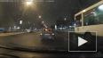 Видео: невнимательная дама протаранила полицейское авто