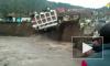 Появилось видео падения трехэтажного отеля в реку в Перу