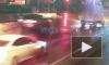 Автомобиль сбил знак и застрял на набережной Обводного канала